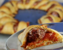 How to Make a meatball Sub Ring That Serves Many People